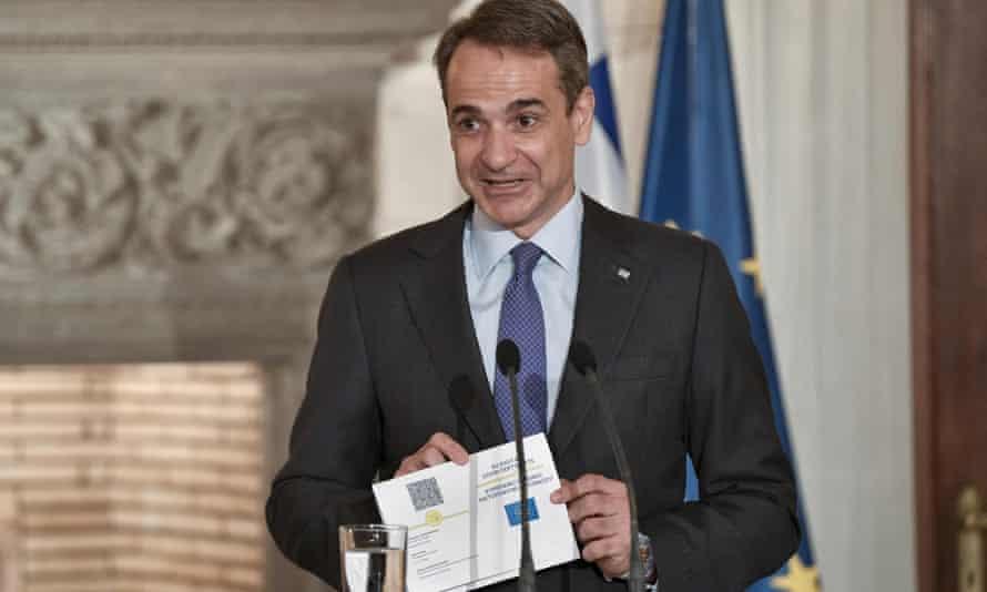 5000 евро глоба в Гърция за фалшиви COVID сертификати