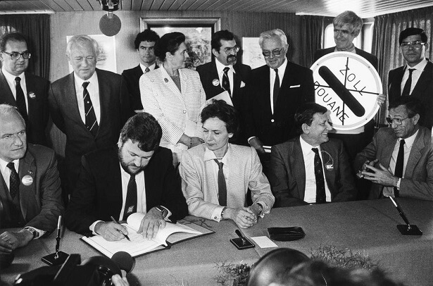 signing the Schengen Agreement