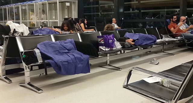 49 Passengers, mostly Turks, stuck in Vienna airport due to their lack of a Schengen visa, are sleeping in the airport, Aug 2, 2016. (DHA)