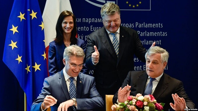 Poroshenko Hails 'Historic Day' As Visa-Free EU Travel Deal Is Signed